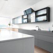 AVENTOS HF Идеальное решение для высоких фасадов в верхнем шкафу, состоящих из двух частей Складной подъемный механизм AVENTOS HF идеально подходит для высоких и средних по высоте верхних шкафов. Даже большие фасады легко поднимаются и предоставляют достаточно свободного пространства над головой владельца мебели.